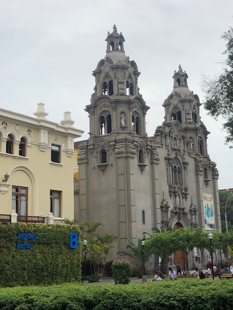 Walking around Lima 18 JAN 2019